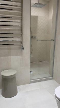 Washroom Design, Bathroom Design Luxury, Bathroom Layout, Modern Bathroom Design, Bathroom Ideas, Minimalist Bathroom Design, Modern Small Bathrooms, Bathroom Small, White Bathroom
