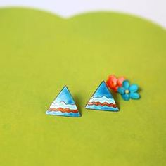 Reminisce on the 80's with these cute retro geometric studs! Details Triangle…