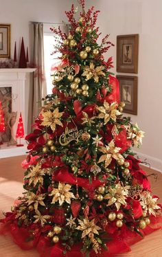 Elegant Christmas Trees, Red And Gold Christmas Tree, Traditional Christmas Tree, Gold Christmas Decorations, Colorful Christmas Tree, Christmas Tree Themes, Noel Christmas, Rustic Christmas, Simple Christmas