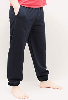 Pánské tepláky Pánské tepláky - v pase do gumy, nohavice do nápletu. Praktická kapsa samozřejmě nechybí. Barva: tm.modrá Velikosti: S-3XL (Do objednávky můžete uvést výšku postavy)