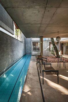 Stunning 32 Impressive Indoor Pools Design Ideas To Make You Relax Backyard Pool Designs, Small Backyard Pools, Small Pools, Swimming Pools Backyard, Swimming Pool Designs, Lap Pools, Pool Landscaping, Indoor Pools, Piscina Rectangular