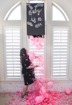 8 Gender Reveal Party Ideas You have to Try! A roundup of some amazing and unique gender reveal ideas that you and your loved ones will love! Read fun and creative gender reveal ideas for parents now! Babyshower Party, Baby Party, Baby Shower Parties, Baby Shower Themes, Shower Ideas, Party Fun, Perfect Party, Party Games, Gender Reveal Box