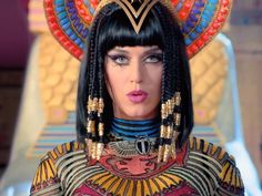 "Katy Perry Channels Her Inner Cleopatra in New ""Dark Horse"" Video - Softpedia Katy Perry, Britney Spears, Dark Horse Video, Photo Star, Fantasias Halloween, Egyptian Queen, Halloween Disfraces, Horse Hair, Beauty Secrets"