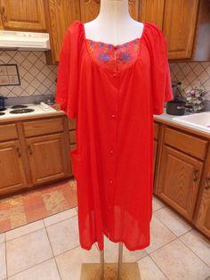 Vintage Retro 1970s Womens Plus Size Robe by sistersfuntreasures, $13.00