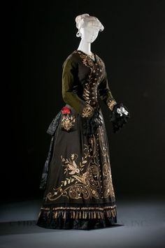 Dress, Great Britain, c. 1876. Helen Larson Historic Fashion Collection. L2020.7.2