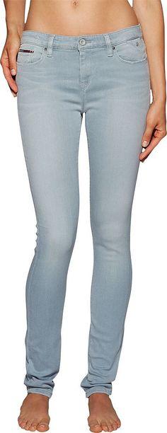 Tommy Hilfiger Jeans Nora Mojst präsentiert die klassische Röhre mit einer unwahrscheinlich hübschen Waschung  Used-Look inklusive, so wie wir unsere Skinnys eben lieben. 91% Baumwolle, 8% Polyester, 1% Elastan...