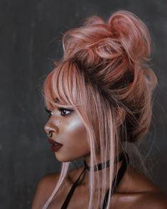 Jeanette-hair-obsession Para when cacheadas electronic crespas, dormir sem desmanchar the cachos parece até Pastel Hair, Pink Hair, Pretty Hairstyles, Wig Hairstyles, Hair Inspo, Hair Inspiration, Undone Look, Curly Hair Styles, Natural Hair Styles