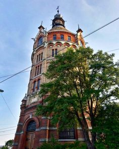 10 Orte, an denen man in Wien noch nie gewesen ist - Teil 2 | 1000things.at Heart Of Europe, Water Tower, Vienna Austria, Where To Go, Barcelona Cathedral, Notre Dame, Travel Destinations, Places To Visit, Building