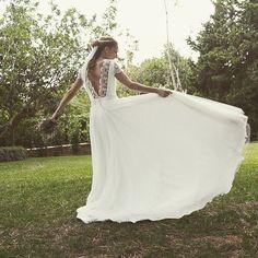 Bailando entre capas de tul 💛 novia MM pronto en el blog - sigue nuestro diario de novias reales 📷 pic by: @dianasegurafotografia #bridetobe #fashion #couture #outfit #ootd #martamarti #instamood #bride #picoftheday #casamento #wedding #noviasmartamarti #noviasreales #martamartinovias #vestidonovia #vestidodenoiva #weddingdress #hautecouture #robedemariee