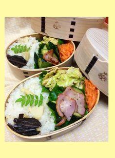 Twitter from @himuka_hanohano 春の彩り弁当♪たけのこご飯にフキの佃煮、きゃべつのふわ玉、ズッキーニとベーコンのソテー、人参のオリーブオイル漬けで召し上がれ♪ #obentoart