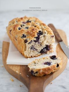 Blueberry Oatmeal Bread Recipe « Greek Yogurt - can use frozen blueberries Bon Dessert, Oreo Dessert, Dessert Bread, Blueberry Oatmeal Bread, Oatmeal Bread Recipe, Oatmeal Pancakes, Blueberry Breakfast, Blueberry Cake, Banana Nut