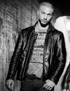 Logan Logan Marshall Green, Green Leather, Leather Jacket, Leather Fashion, Mens Fashion, Hot Actors, Homecoming, Spiderman, Guys