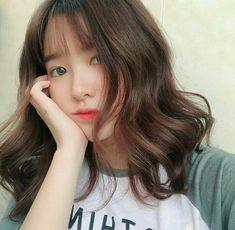 bestie nhung kieu toc giup nang thoat e 19 Chanel Corte, Pretty Hairstyles, Girl Hairstyles, Uzzlang Girl, Girl Short Hair, Hair Looks, Korean Girl, Asian Girl, Asian Beauty