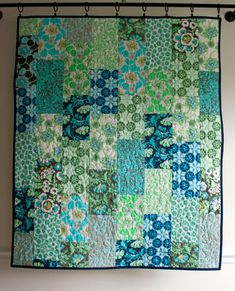 amy butler quilt in daisy chain fabrics // green blue and white floral quilt for baby girl // READY TO SHIP