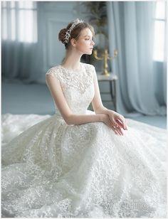 신부에게 꿈의 웨딩드레스를 제안하는 웨딩드레스 -3