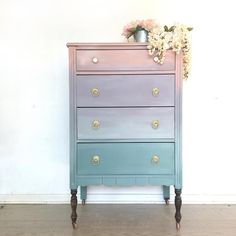 How To Paint Ombré Furniture With Furniture Paint Project Showcase May 2018 Country Chic Paint furniture paint – eco-friendly DIY clay paint top picks of the month from May 2018 - Mobilier de Salon Refurbished Furniture, Repurposed Furniture, Shabby Chic Furniture, Furniture Makeover, Vintage Furniture, Dresser Makeovers, Bedroom Furniture, Kids Painted Furniture, Office Furniture