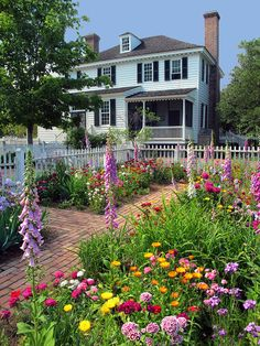 A Colonial Virginia Garden, this is the look i want for my back yard!