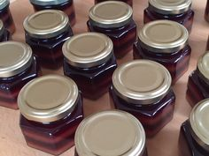 Cassis-Pfirsich Schichtmarmelade Container, Tableware, Food, Pickling, Peach, Marmalade, Dinnerware, Meal, Dishes