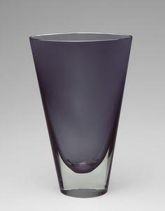 Gray glass vase by Kaj Franck. Nordic Design, Scandinavian Design, Pots, Glass Ceramic, Glass Design, Decoration, Glass Art, Santorini, How To Memorize Things