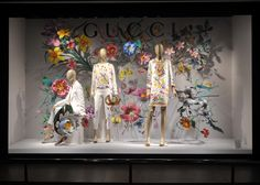 Tipos de Escaparates o vidrieras comerciales. Window Display Design, Shop Window Displays, Store Displays, Display Windows, Booth Displays, Jewelry Displays, Store Front Windows, Retail Windows, Glass Store