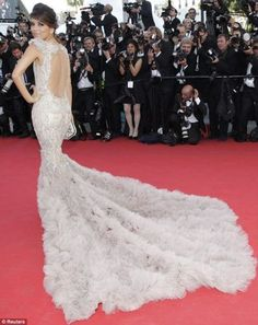 Eva Longoria mermaid dress from Cannes Film Festival - love the train, this would be a perfect wedding dress Bridal Gowns, Wedding Gowns, Wedding Bells, Future Mrs, White Gowns, White Dress, Textiles, Eva Longoria, Queen