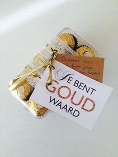 Ook hier een leuk bedankje voor iemand die voor jou goud waard is! Het enige wat je hoeft te doen is een goud cadeautje zoeken, er dit label aan vas