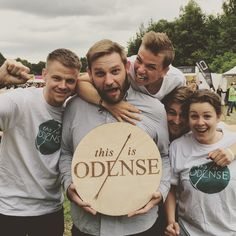 This Is Odense swiper til højre! Led efter vores t-shirts og få en byguide til det echte Odense.... eller bare spørg efter den i VisitOdenses butik i Vestergade. God sommer! #tb15 #tinderbox #odense #NyOdense #mitodense #thisisodense www.thisisodense.dk/da/places