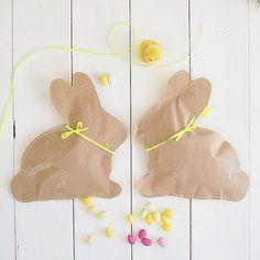 Diese zuckersüße Hasenverpackung steckt heute in unserem Gastpost bei Anna von @berlinmittemom incl. Download...hoppelt schnell mal rüber  #osterhasi  #verpackungsliebe #froheostern #osternkannkommen #ostergeschenk #osterhasenparty #spring #diycrafts #diyblogger #diyproject #makersgonnamake #verpackungsidee #diy_craftyneighboursclub #diyblogger_de #bloggerfriends