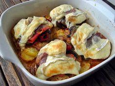 Dijoni rakott karaj gruyére sajtos –vajas krumpliágyon, cserépben Beef Recipes, Cauliflower, Sausage, Pork, Fish, Chicken, Meat, Vegetables, Ethnic Recipes
