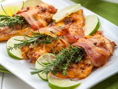A csirkemellben az a nagyszerű, hogy viszonylag gyorsan és egyszerűen lehet belőle vacsorát készíteni, ráadásul az ára sem megfizethetetlen, és a kezdők is tudnak vele dolgozni. A csirke rohanós hétköznapokra, de ráérős hétvégékre is jó választás, íme 14 szuper recept.