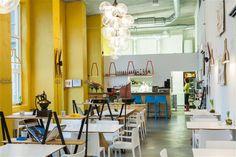 Ranskalaisen kokin perustama pelkistetty ravintola suositun Telliskiven alueen sisäpihalla. #eckeröline #tallinna #tallinn #frenchy