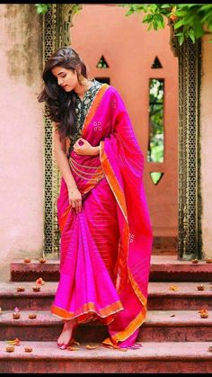 Beautiful fuschia saree with a smart printed blouse Indian Photoshoot, Saree Photoshoot, Wedding Photoshoot, Wedding Shoot, Girl Photo Poses, Girl Poses, Stylish Photo Pose, Saree Poses, Photography Poses Women