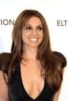 We love Britney's new brunette locks.