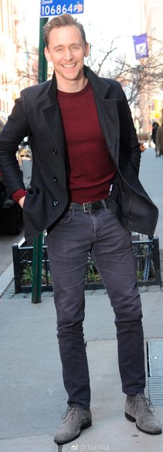 Tom Hiddleston outside the AOL Build studios on March 6, 2017. Via Torrilla. Higher resolution image: http://ww4.sinaimg.cn/large/6e14d388ly1fde2fe84fgj21uo2s0b29.jpg