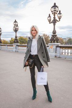 What's trending: women's street style for fall/winter 2017 Fall Fashion Trends, Fashion 2017, Latest Fashion Trends, Love Fashion, Winter Fashion, Womens Fashion, Ladies Fashion, Fashion Dresses, Young Fashion