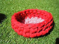 lovely people :) Con nuestros materiales y mucho amor, por la Peixera  #tshirtyarn #yarn #reciclado #handmade #materiales #craft #cestaxl