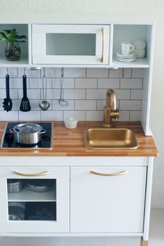 See more of this great kids' play kitchen makeover at babiekinsmag.com ! | DUKTIG