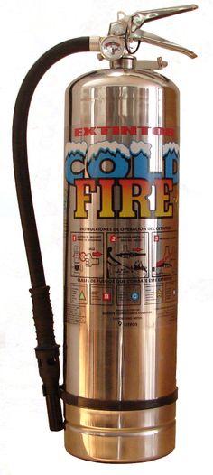 Les presentamos otro de los miembros destacados de los Extintores Cold Fire.  Envase en acero inoxidable, manguera con aereador y mango de alta durabilidad. Capaz de alcanzar el disparo los 10 a 12 mt de distancia. Nunca Caduca, no tóxico y 100 % amigable con el humano, las plantas y mascotas.  Extintores Cold Fire ventas@singulart.com.mx www.singulart.com.mx 55 5781 8479  #extintor #cold_fire #extinguidor #fireman #coldfire #incendio #bombero #carro bombero