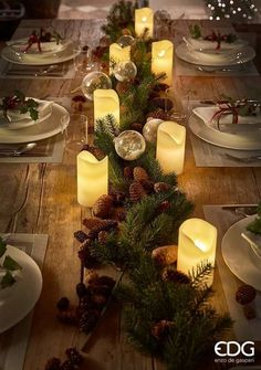 Cheap and Easy Christmas Centerpiece Ideas that you can Make in a Jiff - Hike n Dip Thinking about easy and cheap christmas centerpiece ideas that you can do by yourself? Look here for some of the easiest Christmas centerpiece ideas.