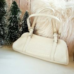 """BISOU BISOU 