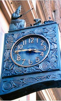 David Cobb Craig: the Silk Clock, manufactured in 1926 by Seth Thomas at 470 Park Avenue South, Manhattan -- see link for more info Azul Indigo, Bleu Indigo, Marken Outlet, Outlet Michael Kors, Le Grand Bleu, Mulberry Leaf, Father Time, Cool Clocks, Time Clock