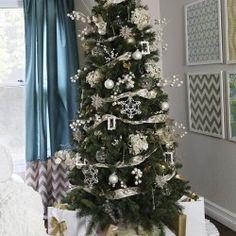 Christmas tree on I Heart Nap Time