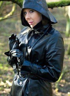 Well covered Black Raincoat, Pvc Raincoat, Raincoat Jacket, Heavy Rubber, Black Rubber, Black Mac, Rain Fashion, Wellies Rain Boots, Rubber Raincoats