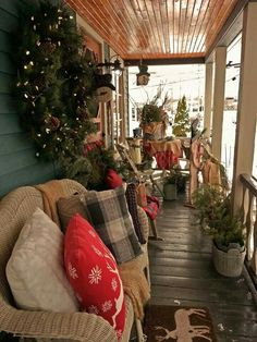 Country Christmas porch-If Mama was still with us she would love this and it would be perfect for her screened in porch. Decoration Christmas, Christmas Porch, Christmas Time Is Here, Merry Little Christmas, Primitive Christmas, Christmas Love, Outdoor Christmas, Country Christmas, Winter Christmas