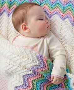 With a blanket that measures 36 x 36 any little baby is sure to stay cozy in this fabulous crochet design. The Pastel Rainbow Baby Blanket is done in single crochet with five coordinating crochet colors. Crochet Crafts, Crochet Projects, Free Crochet, Knit Crochet, Crochet Ripple, Easy Crochet, Ripple Afghan, Rainbow Crochet, Crotchet