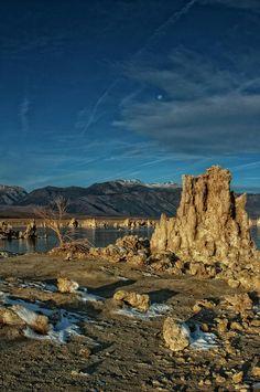 ✮ Early Morning Moon over Mono Lake, California