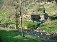 Landscapes of Auvergne: Grassland, trees, stone house and river - France-Voyage.com