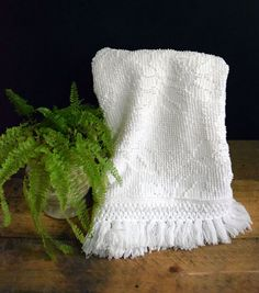 Best Diy Crafts Ideas Upcycle an old candlewick bedspread and create unique and lovely hand towels. An easy DIY craft perfect for your home or for gifts. Chenille Crafts, Fabric Crafts, Sewing Crafts, Sewing Projects, Craft Projects, Upcycling Projects, Craft Ideas, Sewing Tips, Sewing Ideas