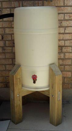 Water barrel - Ideas house farm ideas backyards for 2019 Outdoor Projects, Garden Projects, Wood Projects, Woodworking Projects, Water From Air, Water Collection, Rainwater Harvesting, Water Storage, Backyard Landscaping