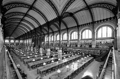 Lesesaal der Bibliothek Sainte-Geneviève in Paris von Henri Labrouste, erbaut 1843–1850. (Foto: Wikimedia Commons, Marie-Lan Nguyen)